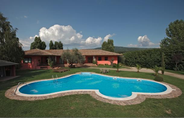 Costo piscine interrate design per la casa moderna for Laghetto vetroresina usato