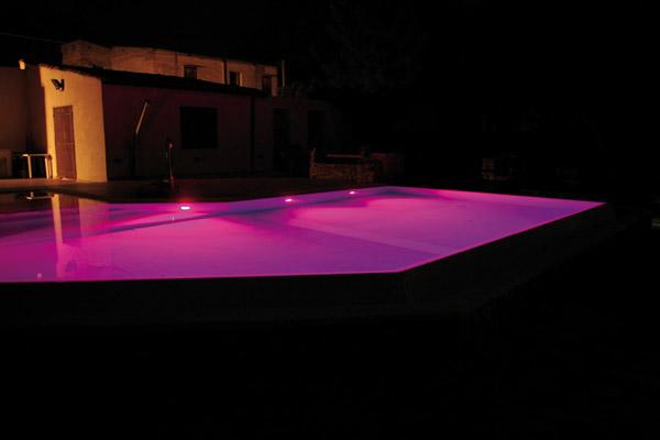 Illuminazione Volte Alte : Illuminazione per piscine interrate: fari ...