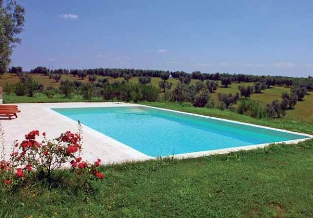 Come pulire la piscina blog i blue - Blog piscine interrate ...