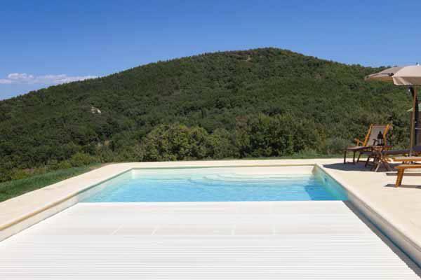Copertura a tapparella sommersa per piscine interrate blog i blue - Accessori per piscine interrate ...