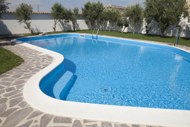 Come scegliere il rivestimento interno di una piscina interrata