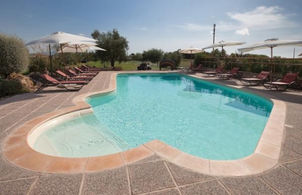 Bordi e pavimentazioni personalizzano la piscina blog i blue for Bordi per piscine