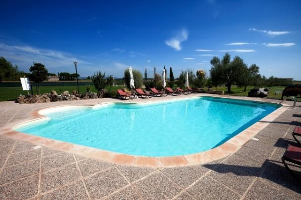 Prezzi di una piscina interrata prefabbricata blog i blue - Costruire una piscina interrata ...