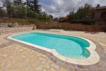Piscine moderne foto di alcune nostre realizzazioni - Foto di piscine interrate ...