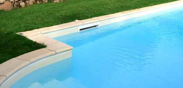 il filtro per piscine è essenziale per depurare l'acqua