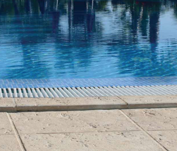 Secular linea di bordo e pavimentazione per piscine for Bordi per piscine