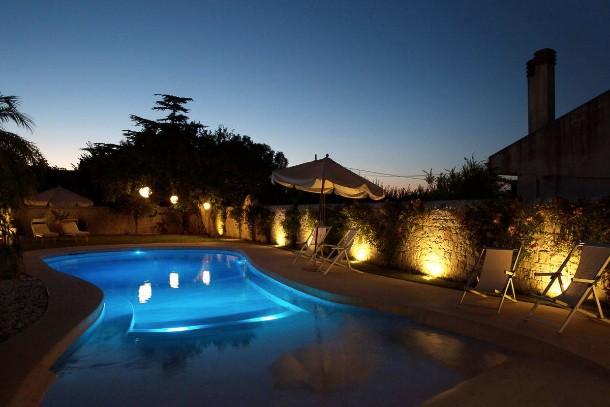 Illuminazione la piscina sotto una nuova luce i blue
