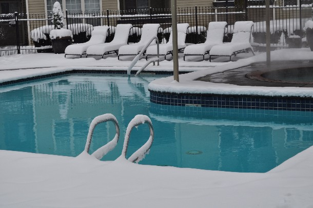 piscina con neve