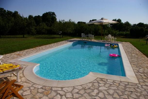 Bordo piscina standard frangiflutti blog i blue - Blog piscine interrate ...